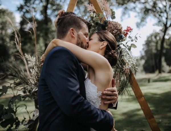Der Kuss nach dem Ja-Wort. Eine Hochzeit Rittergut Orr in Köln